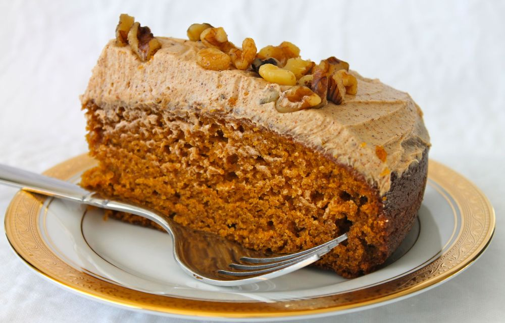 Pumpkin Cake with Spiced Buttercream (1/3)